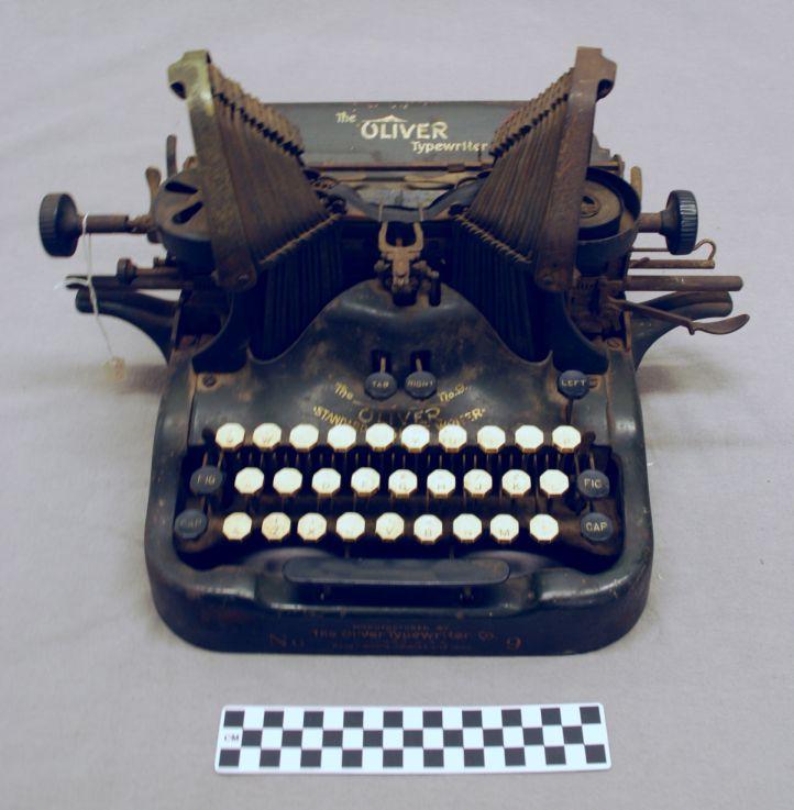 Object: Typewriter (Oliver Model 5 Typewriter)   UTSA Institute Of Texan Cultures