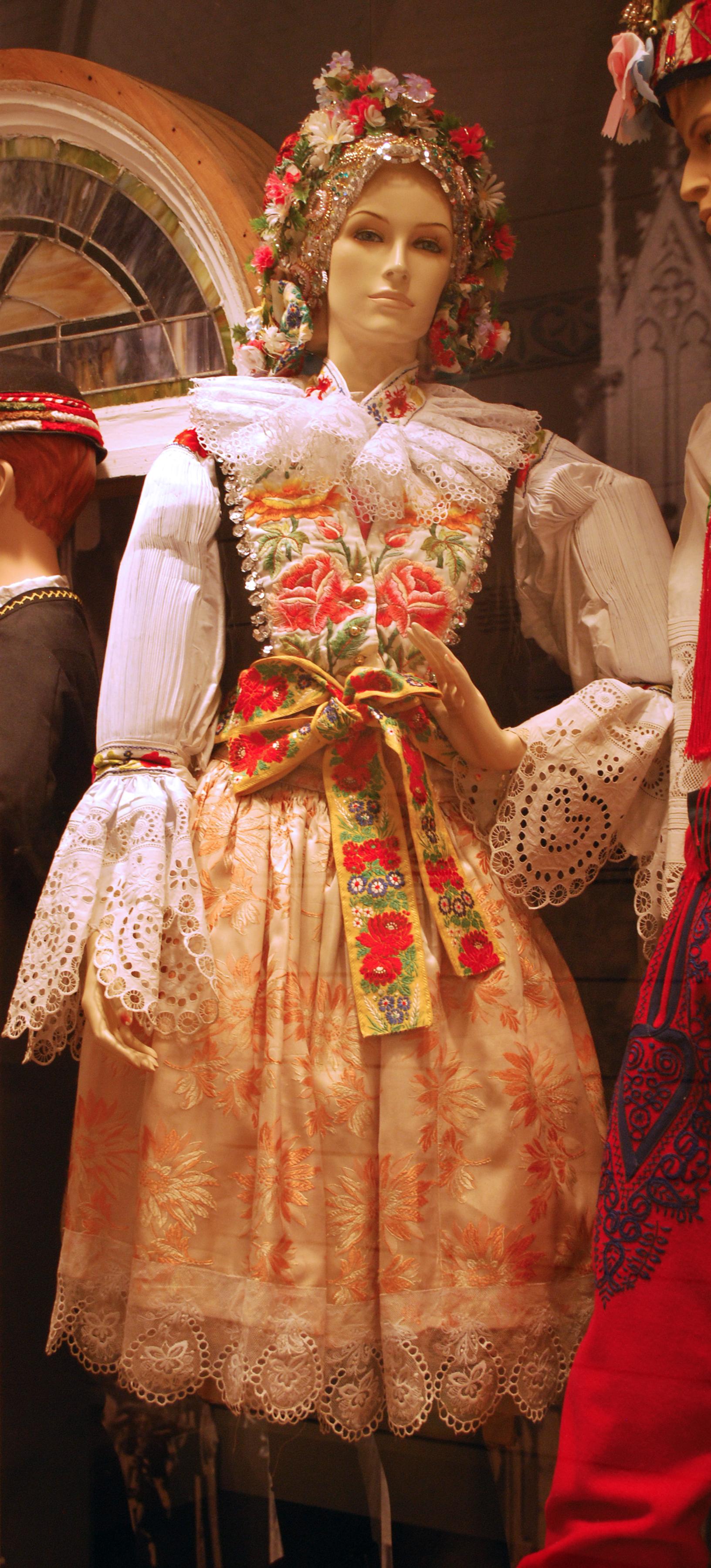 Object: Kroj (Woman's Kroj costume)   UTSA Institute Of Texan Cultures