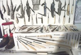 Pocketknives with buttonhook attachments, plus folding buttonhooks, on display at Bedford Museum. Image by Simon Speed, via Wikimedia Commons.