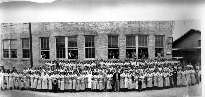 Finck Cigar employees in 1936. Image via UTSA Special Collections Library, Image Identifier 100-0274