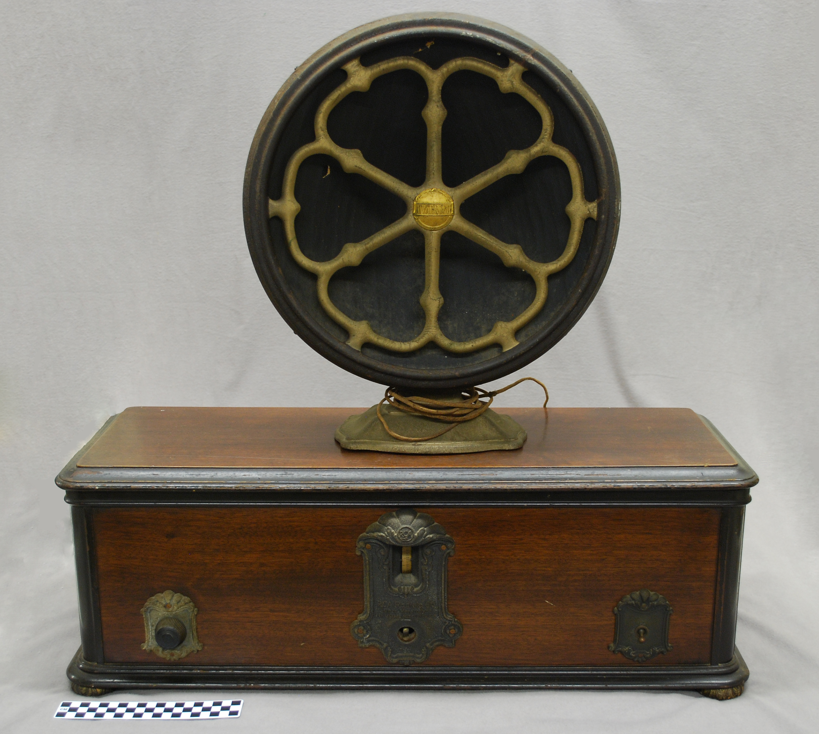 Object: Radio | UTSA Institute Of Texan Cultures