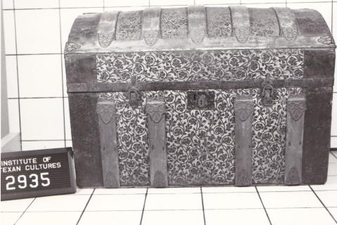 Object: Trunk | UTSA Institute Of Texan Cultures