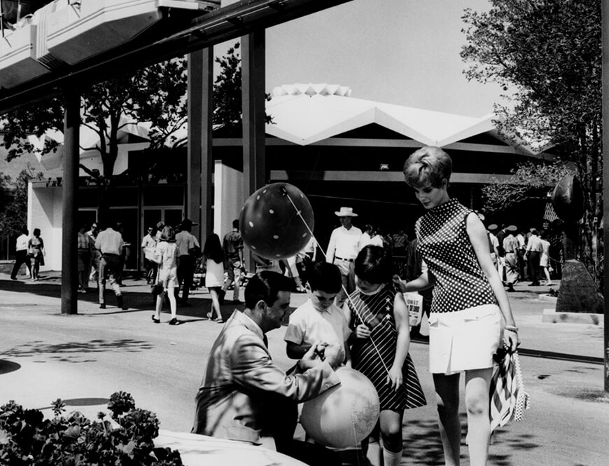 <strong>Models depicting a family at HemisFair</strong><div>1968. Models (Carey C. Deckard on left) depicting a family at HemisFair '68.</div>